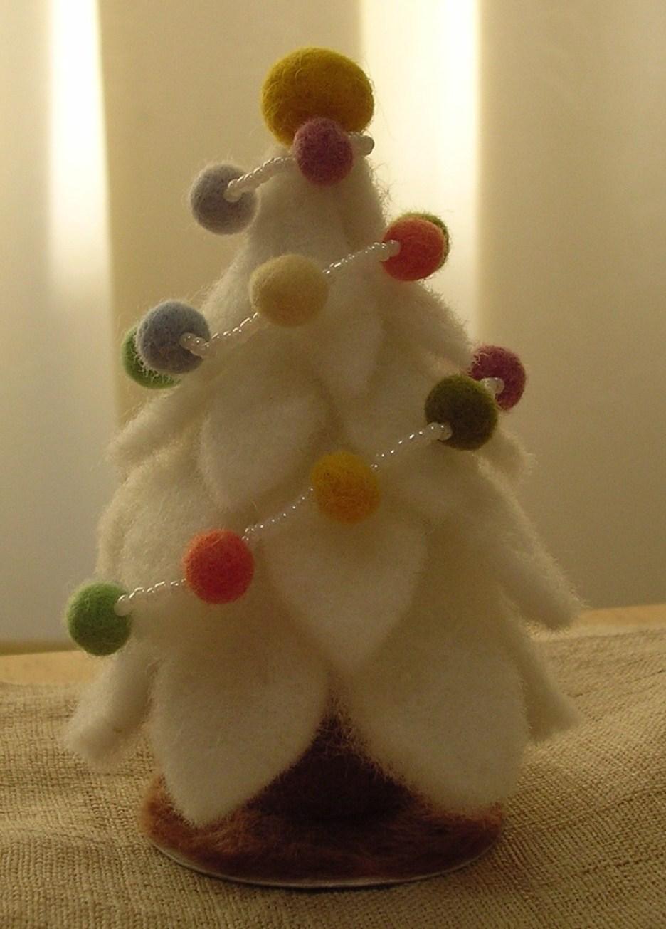 羊毛フェルトのクリスマスツリー.JPG